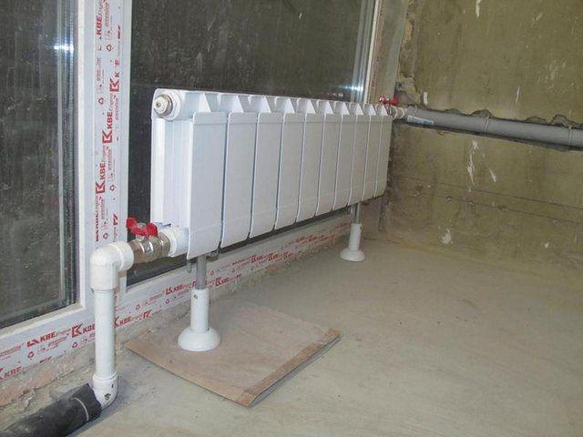 Трубы можно спрятать в стену, но потребуется качественная термоизоляция