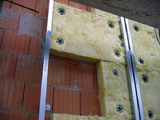 Утепление внешней стены стекловатой