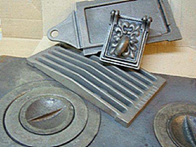 Для печки, кроме кирпича, необходим определенный ассортимент чугунных или стальных деталей