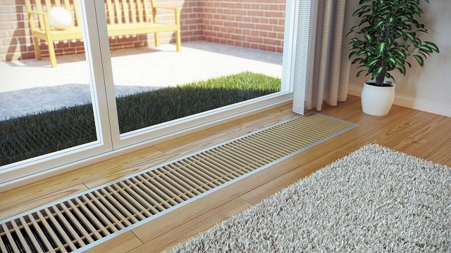 Внутрипольные конвекторы отопления помогают свести к минимуму тепловые потери через окна и двери, создавая своеобразную завесу от проникновения холода