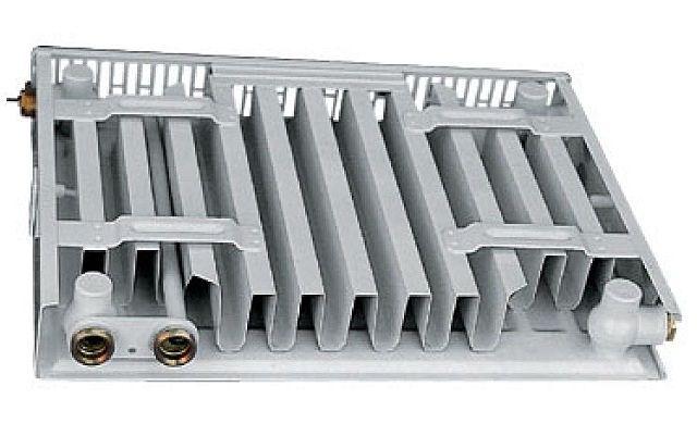 Панельный радиатор с нижним типом подключения
