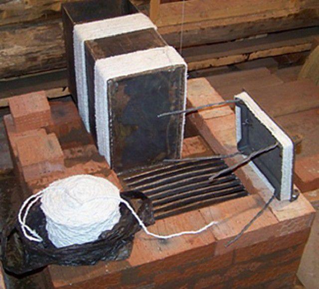 Чугунные и стальные детали должны устанавливаться с тепловым зазором от кирпичной кладки