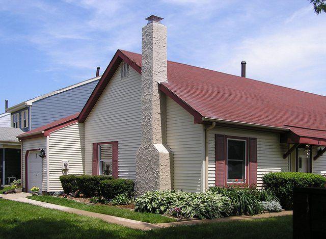 Стенной дымоход, смонтированный по внешней поверхности наружной стены дома.