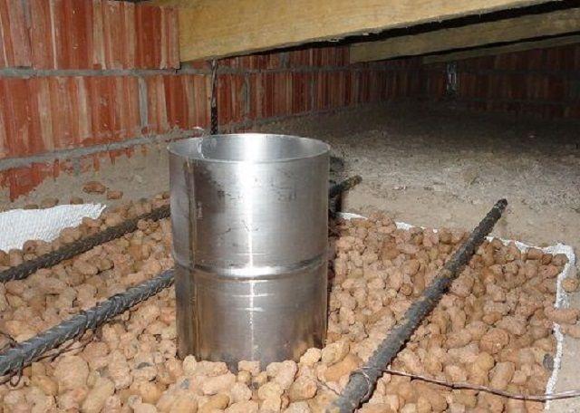 Коробка потолочной проходки «под завязку» заполнена керамзитом