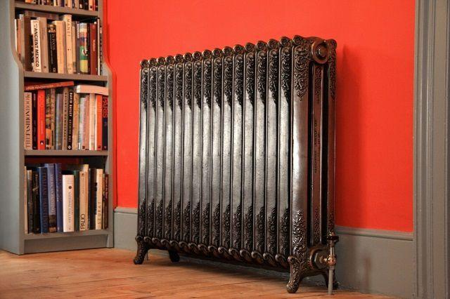 Секции таких радиаторов очень часто изготавливаются по технологии художественного литья. Как правило, они оснащаются подставками для установки на полу