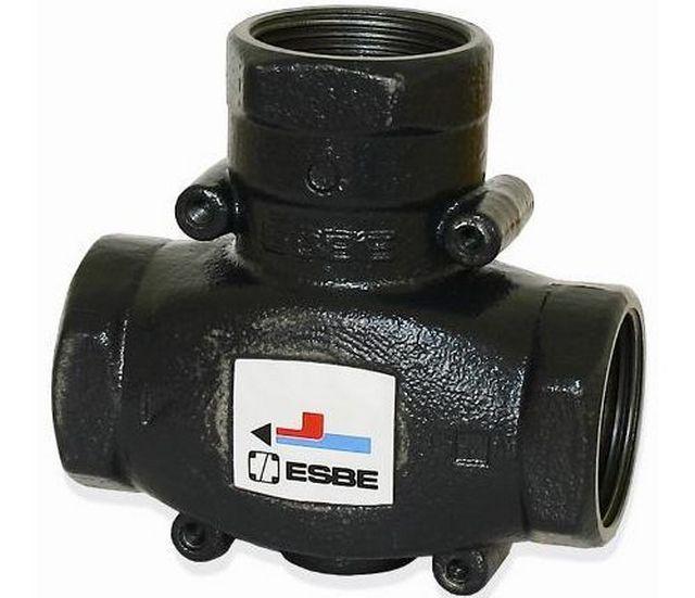 """Трехходовой термостатический клапан, останавливаемый на малом контуре котла, в точке пересечения байпаса и магистрали """"обратки"""""""
