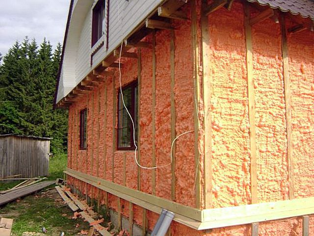 Чтобы эксплуатация электрического конвектора стала оправданной по теплоотдаче и неразорительной для хозяев, необходимо иметь качественное утепление всех конструкций дома (квартиры)