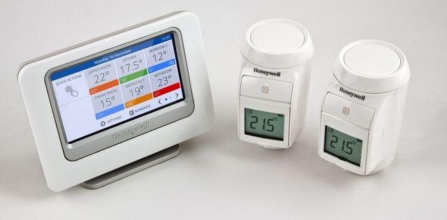 Установка параметров температуры может проводиться через общий центр управления, с которым термостатические головки обмениваются информацией по каналам беспроводной связи