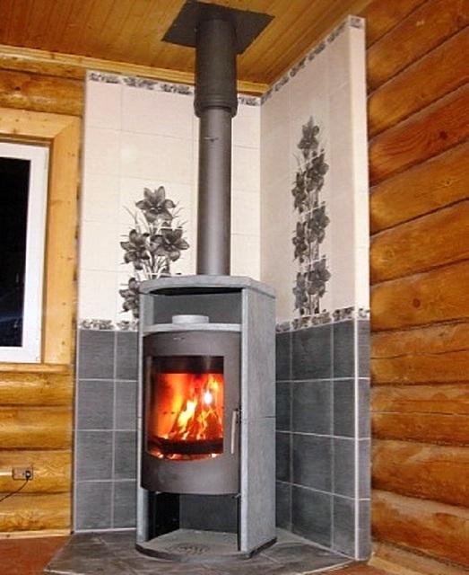 Вариант изоляция деревянных стен от печи негорючими материалами.