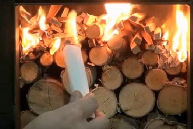 После того как тонкие дрова разгорелись, свободный доступ воздуха в камеру сводится к необходимому минимуму.