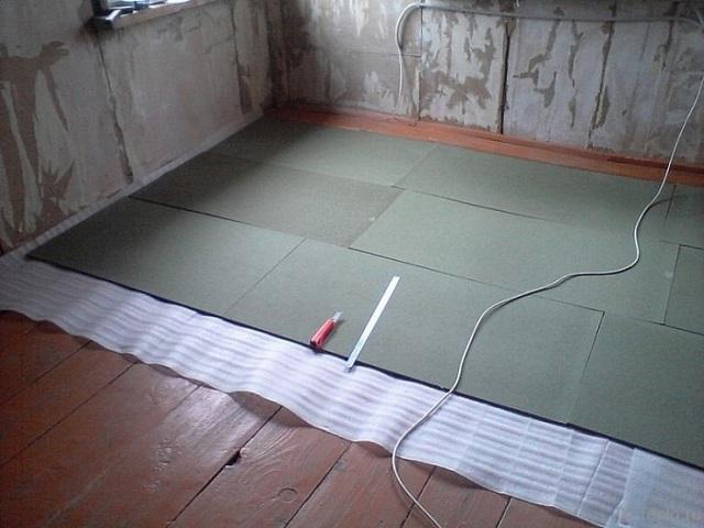Подложка настелена перед укладкой на пол жестких утеплительный плит