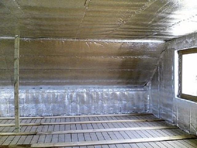 Использование «Изофлекса» для утепления мансардного помещения. Одновременно создается эффективный пароизоляционный слой.