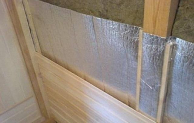 Использование фольгированного утеплителя в комплексе с минеральной ватой.