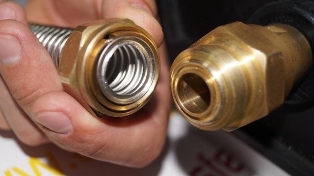 Подготовленные отрезки труб легко соединить при помощи продуманной системы очень надежных специальных фитингов.