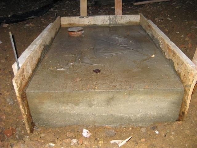 Отдельно расположенный фундамент под постройку печи.