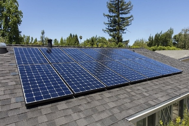 Солнечные батареи преобразуют лучевую энергию в электрическую.