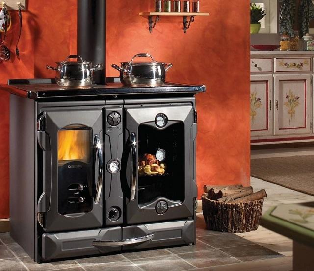 Многофункциональная отопительно-варочная печь для частного дома или дачи.