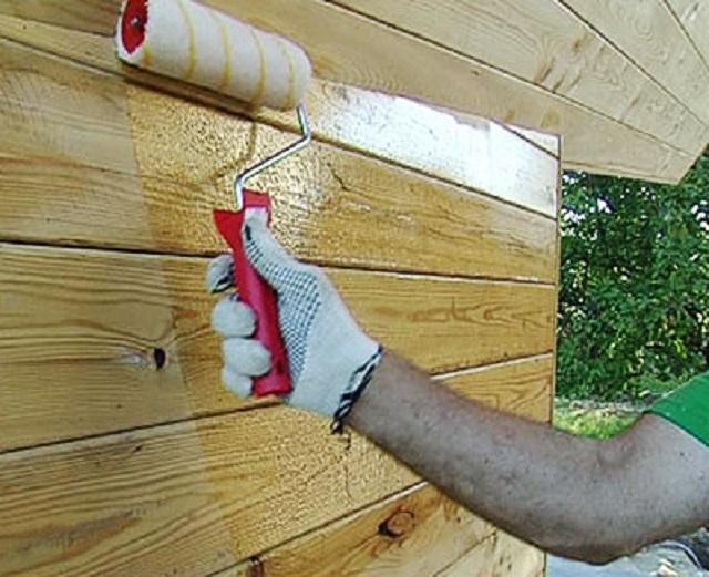 Обработка поверхностей может быть произведена с помощью широкой кисти, валика или пульверизатора.