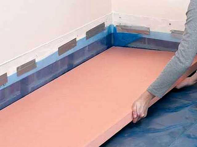 Экструдированный пенополистирол отлично подходит для утепления полов по грунту или по бетонному перекрытию последующей заливкой армированной стяжки.