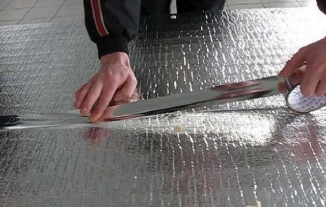 Герметизация фольгированного полиэтилена специальным скотчем.