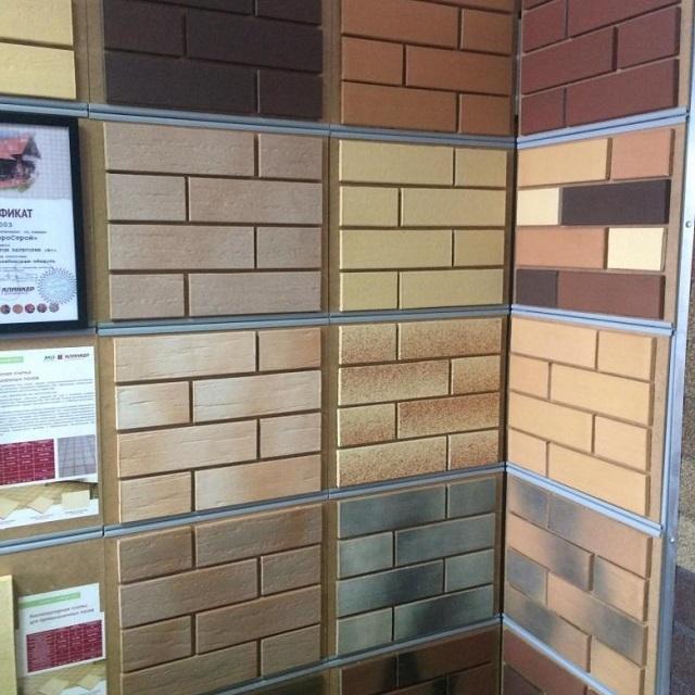 Ассортимент клинкерной плитки в специализированных магазинах весьма широк и позволяет выбрать необходимый вариант как по размерам, так и по оформлению.