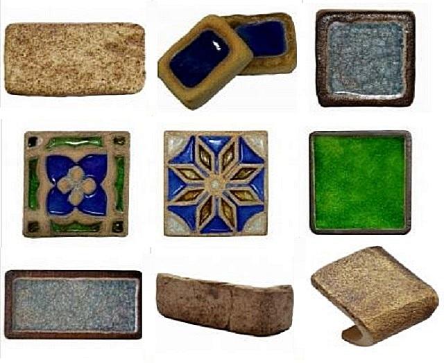 Несколько образцов облицовочной декоративной плитки на основе шамота