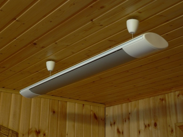 Потолочный инфракрасный обогреватель – по внешнему виду мало чем отличается от привычного люминесцентного светильника