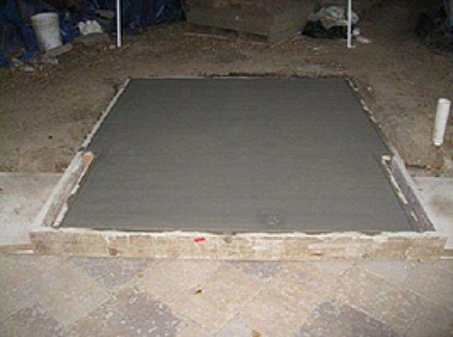 Залитый фундамент оставляют до полного созревания бетона