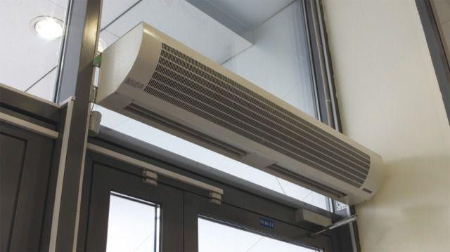 Особая разновидность вентиляторов - тепловая завеса над входной дверью или окном