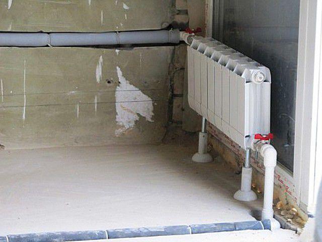 При принудительной циркуляции трубы контура намного проще спрятать в пол или стены