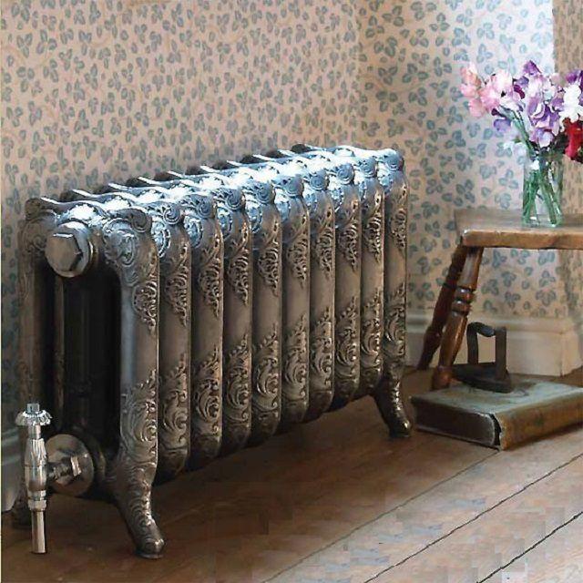 Многие чугунные радиаторы рассчитаны не на подвешивание к стене, а на напольную установку