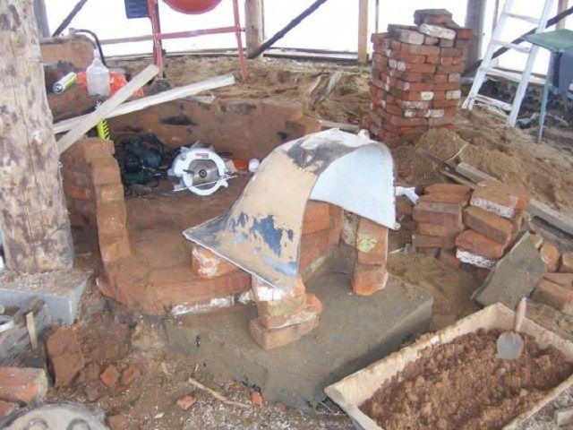 Половина ванны может превратиться в арочный свод каминного очага