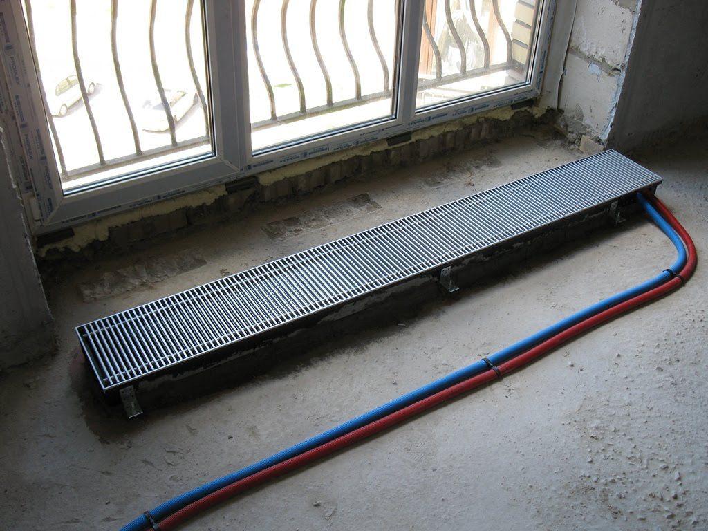 Конвектор установлен и подключен до заливки пола стяжкой
