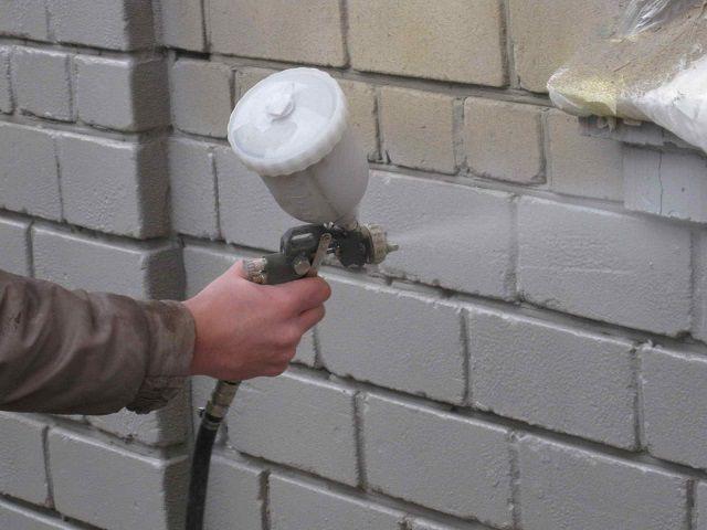 Нанесение жидкой термоизоляции с помощью краскопульта