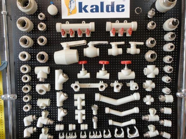 Компания «Kalde» сопровождает свои трубы полным ассортиментом соединительных элементов и запорно-регулировочной арматуры