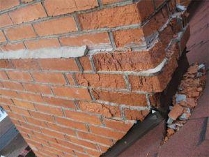 Дымоход на крыше подвергается экстремальным внешним воздействиям, и поэтому должен выкладываться исключительно из качественного кирпича
