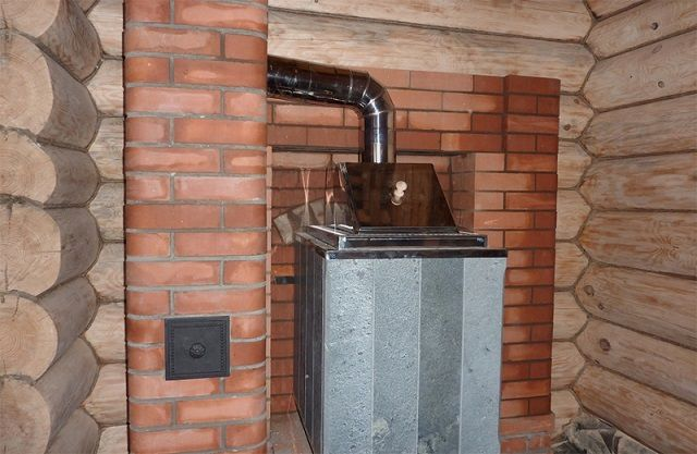 Коренной дымоход позволяет провести подключение к нему металлических печей. А также нескольких отопительных приборов, расположенных на разных уровнях здания.