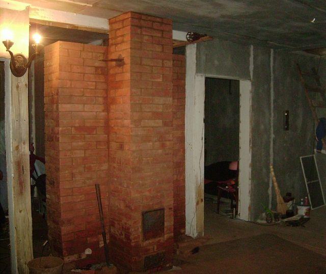 Печь запросто может выполнить роль участка стены между комнатами