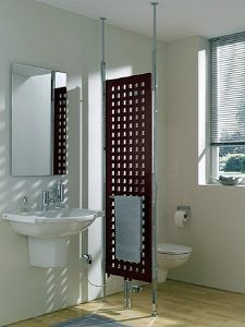 Трубчатый вертикальный радиатор решетчатой конфигурации, одновременно служащий элегантной перегородкой в совмещенном санузле