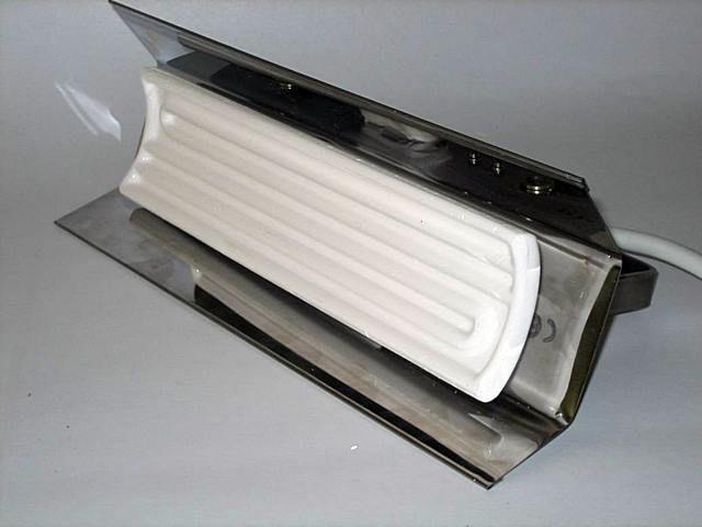 Такой рефлектор-отражатель может входить в комплект инфракрасного керамического излучателя или же приобретаться отдельно