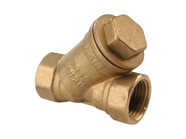 «Косой» фильтр-грязевик – необязательный, но всегда рекомендуемый мастерами элемент узла