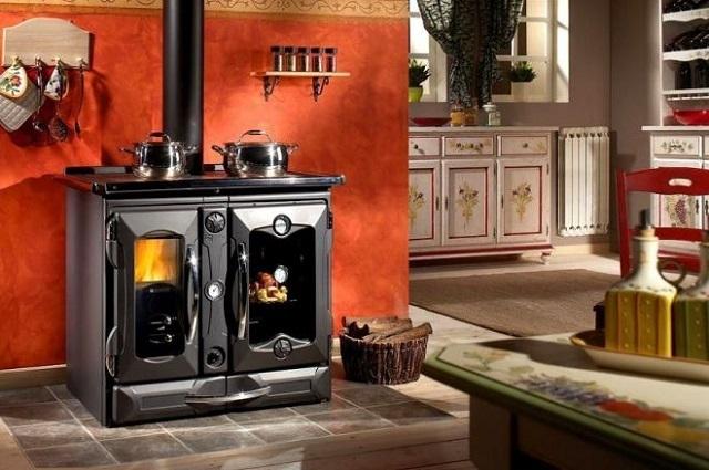 Приобретая печь длительного горения для своего дома, необходимо заранее четко представлять, какие функции на нее буду возлагаться.