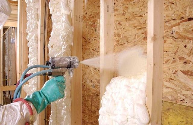 Пенополиуретан может быть нанесен на любое основание — древесина, металл, кирпич, бетон или же блоки из различных материалов.