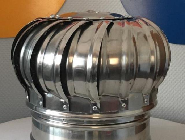 Турбодефлектор или вентиляционная турбина для отвода продуктов горения из печи.