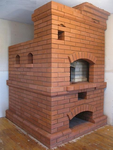 Недавно сложенная построенная классическая русская печь. После хорошей просушки можно переходить к испытаниям.