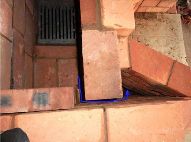 «Сухой» шов может располагаться в разных местах стенок колпаковых печей, но он всегда соединяется с каналом, соединенным с колпаком конструкции.