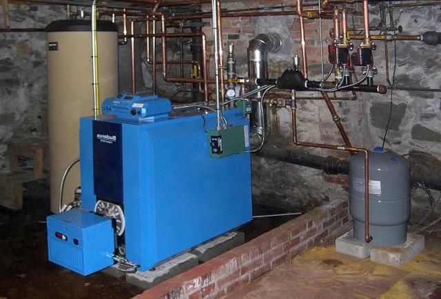 Система отопления с котлом, потребляющим жидкое топливо