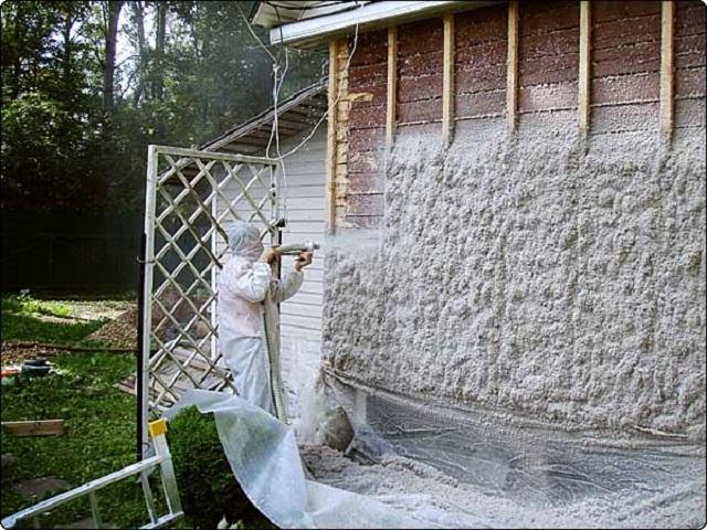Утепление фасада эковатой методом напыления.