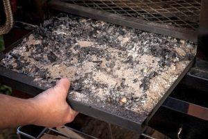 Качественное топливо оставляет минимальное количество продуктов сгорания.