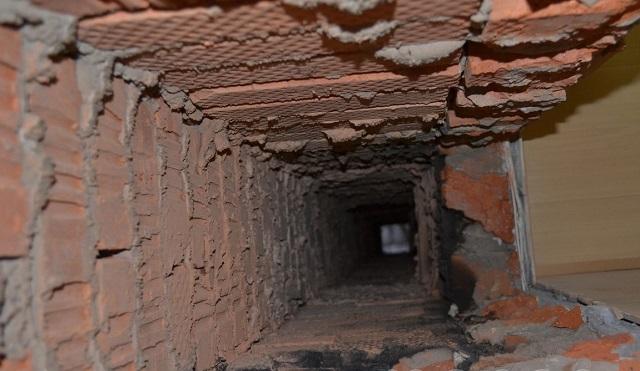 Внутренний канал даже совершенно нового кирпичного дымохода никогда не будет отличаться гладкостью стенок. То есть всегда создаются предпосылки к его зарастанию.